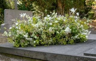 Kistbedekking met veldbloemen biologisch afbreekbaar
